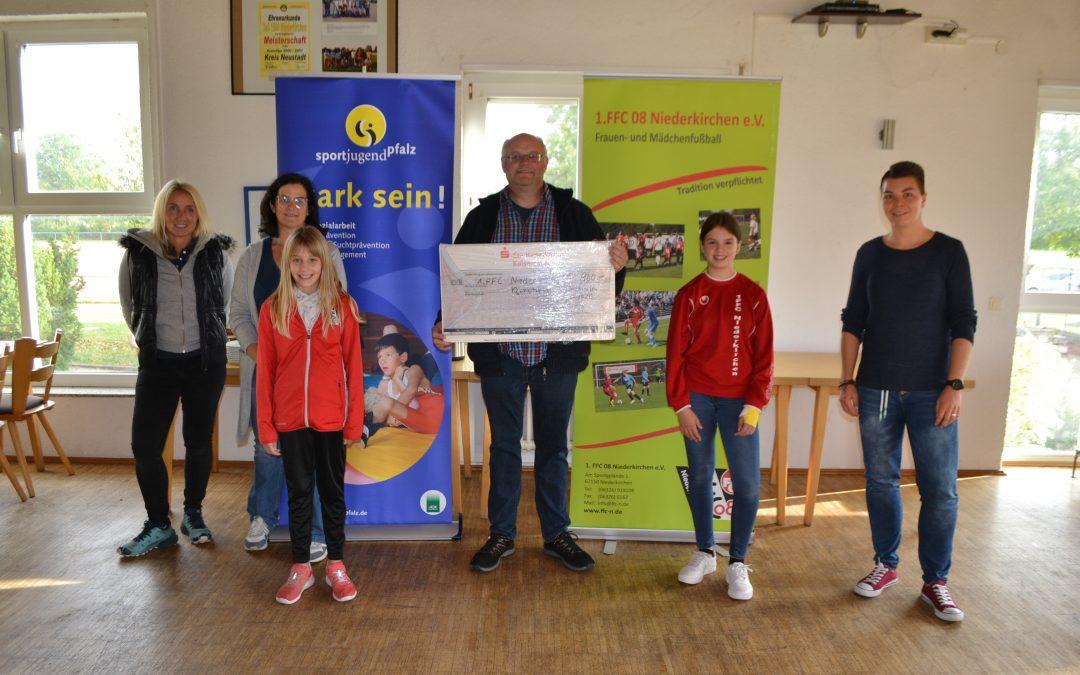 Fit fürs Leben – Der 1. FFC 08 Niederkirchen erhielt 900 Euro für sein soziales Engagement